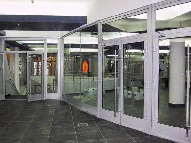 Алюминиевые противопожарные двери с остеклением